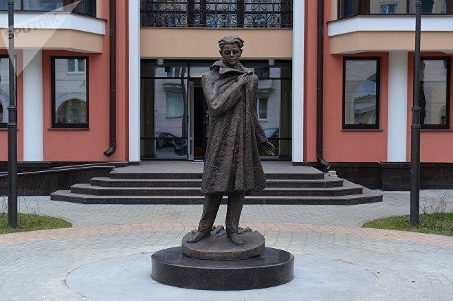Памятник Владимиру Короткевичу в Минске